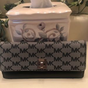 🎈MICHAEL KORS BLK AND GREY LEATHER WALLET